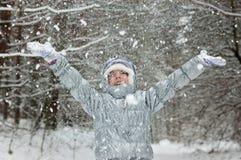 χιονώδης χειμώνας διασκέδασης παιδιών δασικός Στοκ Φωτογραφία
