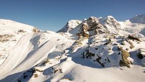 Χιονώδη βουνά κοντά στο ST Moritz - Ελβετία φιλμ μικρού μήκους
