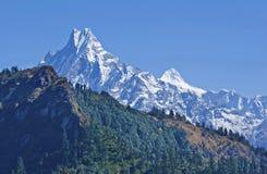 Χιονώδη βουνά. στοκ φωτογραφίες με δικαίωμα ελεύθερης χρήσης