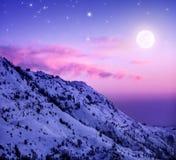 Χιονώδη βουνά Στοκ εικόνα με δικαίωμα ελεύθερης χρήσης