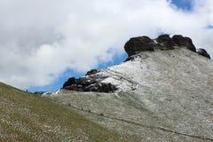 Χιονώδεις δύσκολοι δολομίτες βουνών - οι ιταλικές Άλπεις Στοκ Φωτογραφία