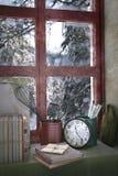 χιονώδες δάσος πίσω από το παράθυρο, τρισδιάστατη απεικόνιση Στοκ φωτογραφία με δικαίωμα ελεύθερης χρήσης