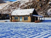 Χιονώδες αγροτικό σπίτι Στοκ Φωτογραφίες
