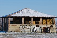Χιονώδες εξοχικό σπίτι στην επαρχία έξω από τη Μπολόνια Στοκ Φωτογραφίες