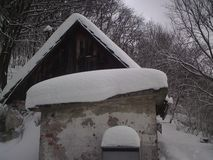Χιονώδες εξοχικό σπίτι Στοκ Εικόνα