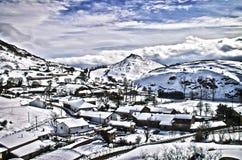 Χιονώδες χωριό Στοκ φωτογραφία με δικαίωμα ελεύθερης χρήσης