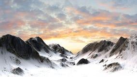 Χιονώδης αιχμή βουνών βουνών στο ηλιοβασίλεμα Στοκ Φωτογραφία