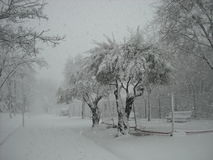 Χιονώδης αστικός δρόμος Στοκ φωτογραφίες με δικαίωμα ελεύθερης χρήσης