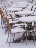 Χιονώδης επιτραπέζιος χειμώνας καρεκλών Στοκ Εικόνα