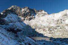Χιονώδης κοιλάδα στο υψηλό Tatras, Πολωνία στοκ εικόνες με δικαίωμα ελεύθερης χρήσης