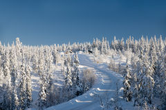 Δρόμος στο ξενοδοχείο βουνών Στοκ φωτογραφία με δικαίωμα ελεύθερης χρήσης