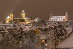 Χιονώδης πόλη από την νύχτα-Νυρεμβέργη-Γερμανία στοκ φωτογραφία με δικαίωμα ελεύθερης χρήσης