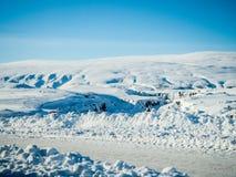 Χιονώδης δρόμος κατά τη διάρκεια του χειμώνα στην Ισλανδία Στοκ φωτογραφία με δικαίωμα ελεύθερης χρήσης