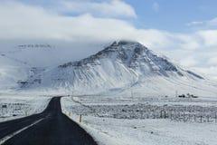 Χιονώδης δρόμος στο wintertime Στοκ φωτογραφίες με δικαίωμα ελεύθερης χρήσης