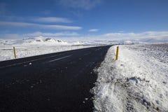 Χιονώδης δρόμος στο wintertime Στοκ Φωτογραφίες