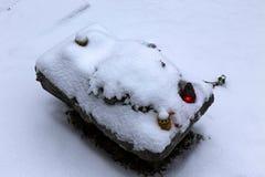 Χιονώδης τάφος των χωρίς πόδια κοριτσιών διδύμων στην παλαιά Πράγα Στοκ Εικόνα