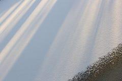 Χιονώδης τομέας, οι ακτίνες του ήλιου, γεωμετρικό σχέδιο Στοκ Φωτογραφίες