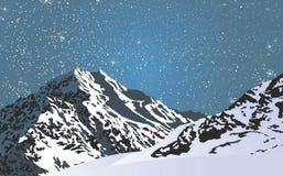 Χιονώδη βουνά σε μια φωτεινή έναστρη νύχτα Στοκ εικόνες με δικαίωμα ελεύθερης χρήσης