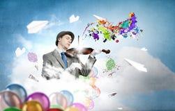 Χιουμοριστικός εκτελεστής βιολιών στοκ φωτογραφία με δικαίωμα ελεύθερης χρήσης