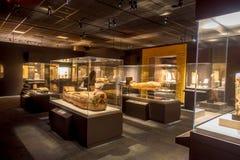 ΧΙΟΥΣΤΟΝ, ΗΠΑ - 12 ΙΑΝΟΥΑΡΊΟΥ 2017: Έκθεση της διαφορετικής Σαρκοφάγου μέσα του κτηρίου στην αρχαία περιοχή της Αιγύπτου Στοκ Εικόνα