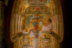 ΧΙΟΥΣΤΟΝ, ΗΠΑ - 12 ΙΑΝΟΥΑΡΊΟΥ 2017: Όμορφος και ζωηρόχρωμος σύρει μέσα της Σαρκοφάγου της αρχαίας Αιγύπτου σε εθνικό Στοκ Φωτογραφίες