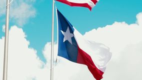 Χιούστον, Τέξας ΗΠΑ - 15 Ιουνίου: Αμερικανική σημαία που κυματίζει στον αέρα απόθεμα βίντεο