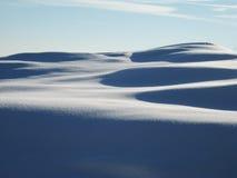 χιόνι αμμόλοφων πρόσφατα ηλιόλουστο Στοκ Φωτογραφία