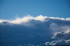 Χιόνι-ανθισμένη αλυσίδα βουνών στο ηλιοβασίλεμα στοκ εικόνα με δικαίωμα ελεύθερης χρήσης