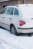 χιόνι αυτοκινήτων κάτω από τ&om Στοκ φωτογραφίες με δικαίωμα ελεύθερης χρήσης