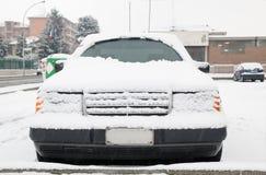 χιόνι αυτοκινήτων κάτω Στοκ εικόνες με δικαίωμα ελεύθερης χρήσης