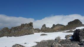 Χιόνι, βουνό και ουρανός Στοκ Φωτογραφίες