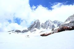 χιόνι βουνών νεφριτών δράκων Στοκ Φωτογραφία