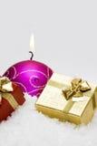 χιόνι δώρων κεριών κιβωτίων Στοκ φωτογραφία με δικαίωμα ελεύθερης χρήσης