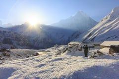 Χιόνι και βουνό του Ιμαλαίαυ Machapuchare με την ανατολή, στρατόπεδο βάσεων Annapurna, Νεπάλ Στοκ εικόνες με δικαίωμα ελεύθερης χρήσης