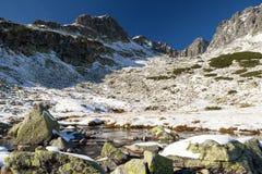 Χιόνι-ντυμένη κοιλάδα στο υψηλό Tatras στοκ εικόνα με δικαίωμα ελεύθερης χρήσης