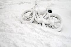 χιόνι ποδηλάτων Στοκ φωτογραφία με δικαίωμα ελεύθερης χρήσης