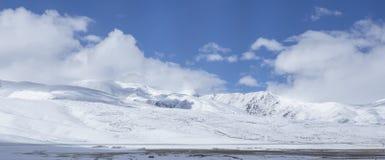 Χιόνι που καλύπτεται από τα άσπρα σύννεφα 16 Στοκ Φωτογραφίες