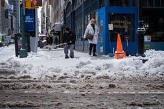 Χιόνι που φτυαρίζει στο Μανχάταν Στοκ φωτογραφίες με δικαίωμα ελεύθερης χρήσης