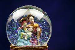 χιόνι σκηνής nativity σφαιρών Στοκ Φωτογραφίες
