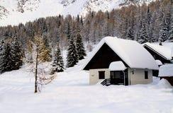 χιόνι σπιτιών Στοκ εικόνες με δικαίωμα ελεύθερης χρήσης