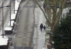 Χιόνι στην πόλη για τους πεζούς Στοκ Εικόνες