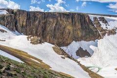 Χιόνι στις κορυφές βουνών Στοκ εικόνα με δικαίωμα ελεύθερης χρήσης