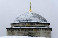 Χιόνι στο μπλε μουσουλμανικό τέμενος στοκ εικόνες