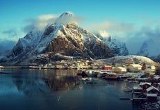 Χιόνι στο χωριό Reine, νησιά Lofoten, Νορβηγία Στοκ φωτογραφίες με δικαίωμα ελεύθερης χρήσης