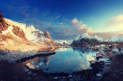 Χιόνι στο χωριό Reine, νησιά Lofoten, Νορβηγία Στοκ εικόνα με δικαίωμα ελεύθερης χρήσης
