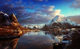 Χιόνι στο χωριό Reine, νησιά Lofoten, Νορβηγία Στοκ φωτογραφία με δικαίωμα ελεύθερης χρήσης
