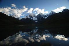 χιόνι του Περού αιχμών λιμνώ&nu στοκ εικόνες με δικαίωμα ελεύθερης χρήσης