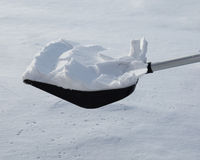 Χιόνι φτυαριών Στοκ φωτογραφία με δικαίωμα ελεύθερης χρήσης