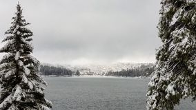 Χιόνι χειμερινής θύελλας Arrowhead λιμνών, νότια Καλιφόρνια Στοκ Εικόνες