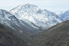 Χιόνι χιονοδρομικών κέντρων και βουνών Στοκ φωτογραφία με δικαίωμα ελεύθερης χρήσης